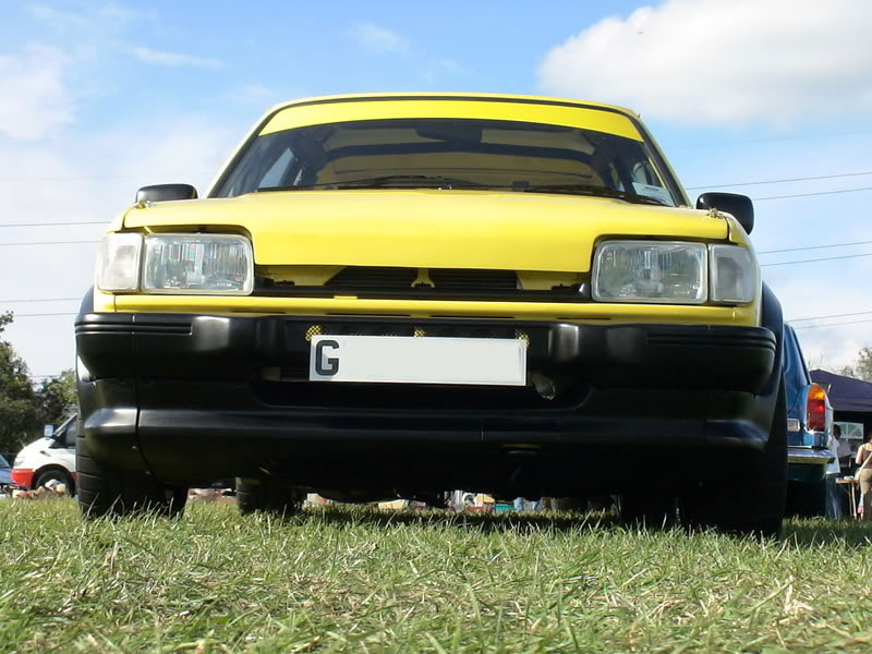 Front view of Zinc yellow Fiesta XR2