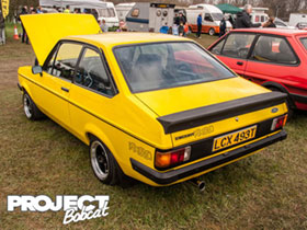Signal yellow Ford Escort RS2000 LCX493T